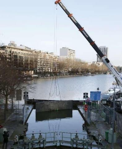 Pour Entamer La Procedure Dassechement Un Barrage A Ete Mis En Place Dans Le Canal